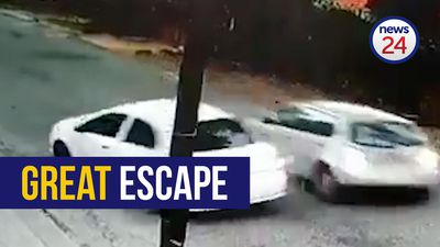 WATCH: Driver escapes attempted hijacking by four men