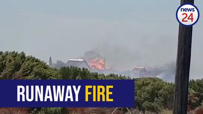 WATCH: St Francis Bay residents evacuated over runaway fire