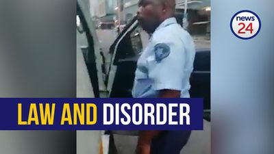 WATCH: Durban metro police and taxi driver get into heated argument