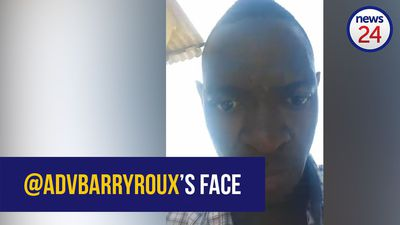 @AdvBarryRoux accidentally reveals his face with selfie-cam