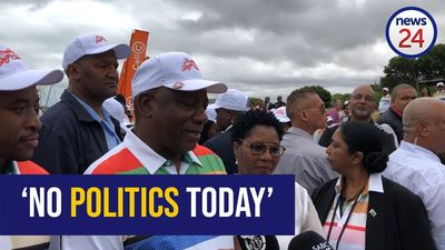 WATCH: Ramaphosa enjoys rare chance to practice his swing