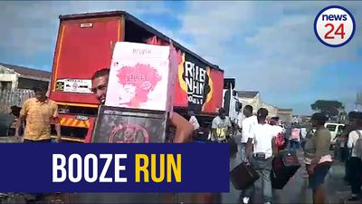 WATCH: Beer truck gets drained by looters