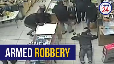 WATCH: Armed assailants rob Polokwane cellphone store