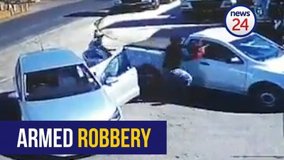 WATCH: Man robbed of R25 000 after cashing in cheque at Boksburg bank