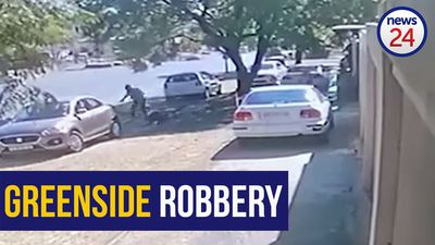 WATCH: Joburg mother fights off robber outside school