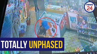 WATCH: Unflappable Joburg customer sips on juice during armed robbery