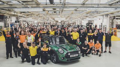 60 years of Mini...10-millionth Mini rolls off the production line