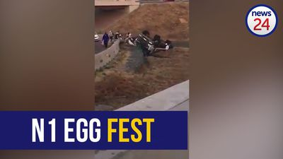 WATCH | Joburg looters descend on overturned egg truck with driver still trapped inside