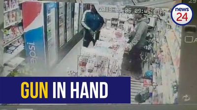 WATCH: Cash, cigarettes and a cellphone stolen at gunpoint from Joburg store