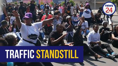 WATCH | #SandtonShutdown protesters bring Nelson Mandela Square traffic to a halt