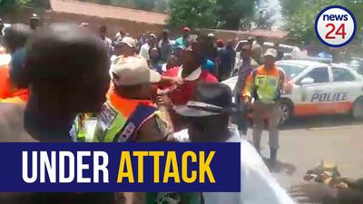 WATCH | Angry mob attack metro cops outside Joburg mall