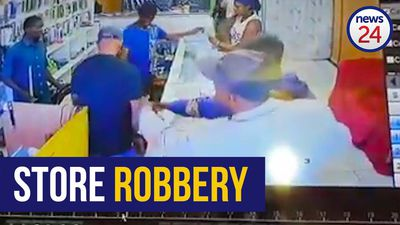 WATCH | Armed robbers make off with laptop, cellphones and cash from Boksburg cellphone store