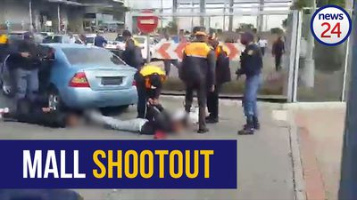 WATCH | 2 shot, more arrested after Cape Town mall cellphone shop robbery