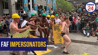 WATCH | Faf impersonators get the crowds going during Springboks trophy tour