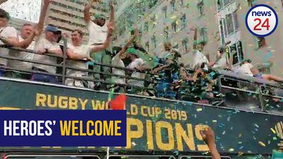 WATCH | Heroes' welcome as Bokke make a stop in Joburg city centre