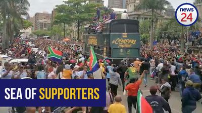 WATCH | Sea of supporters welcome Springboks to Durban City Hall