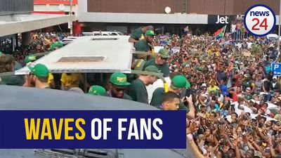 WATCH | East London goes crazy for Boks outside City Hall