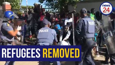WATCH | Police forcefully remove 'trespassing' refugees from UNHCR building in Pretoria