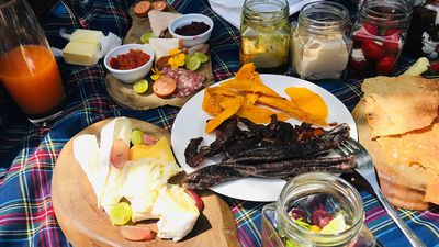 Grab a blanket and chill! Summer picnics at Cellars in Constantia Valley