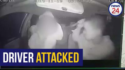 WATCH | Knife-wielding suspects attack e-hailing driver in Durban
