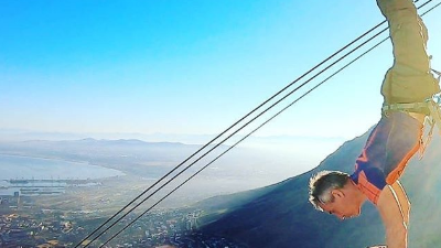 A behind the scenes look at that Table Mountain cableway handstand
