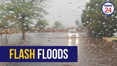WATCH | Swimming in the streets of Upington after flash floods