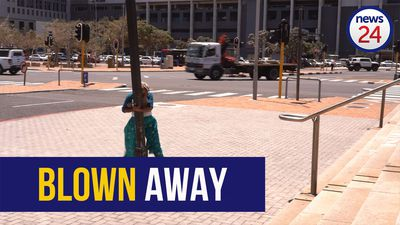 WATCH | Capetonians battle to stay on their feet in gale force winds sweeping through the city