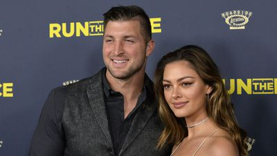 WATCH: Demi-Leigh Nel-Peters and fiancé Tim Tebow go sight-seeing in Cape Town