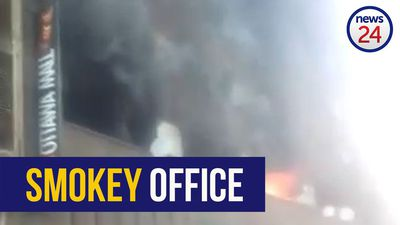 WATCH | One person treated for smoke inhalation after office rooms catch on fire in Joburg CBD