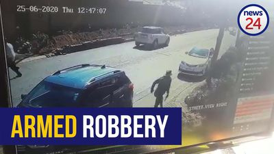 WATCH | Armed thieves make off with R50 000 worth of goods after robbing Sandton woman