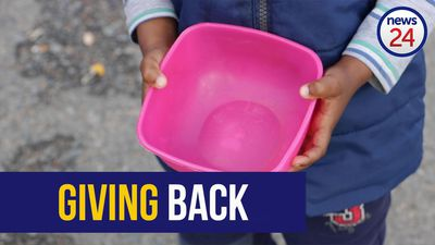 WATCH | Cape Town domestic worker feeds hungry children in her community during lockdown