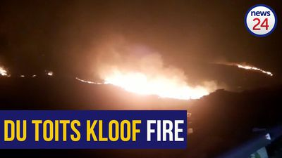 WATCH | Firefighters still battling to contain veld fire on on Du Toitskloof mountain
