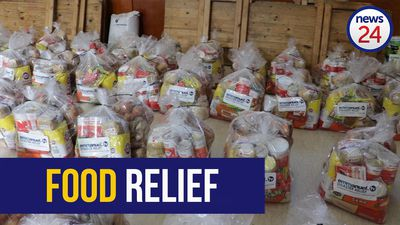 WATCH   Cape Town mayor hands out food parcels to needy communities in Kuilsriver