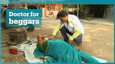 Indian doctor treats beggars for free