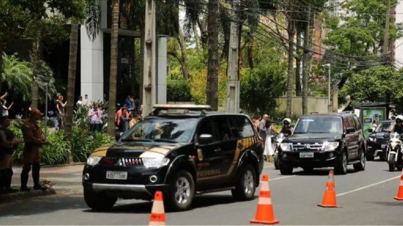 Car carrying Lula heads to court in Brazil as supporters watch