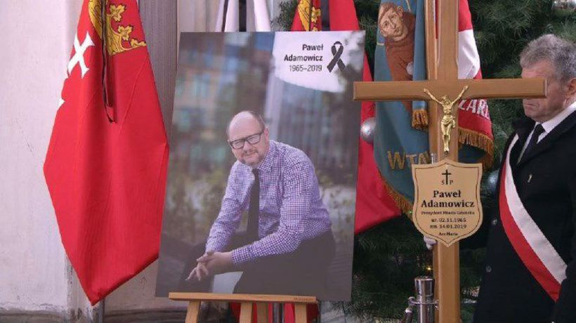 In tears and shock, Poland bids farewell to murdered mayor