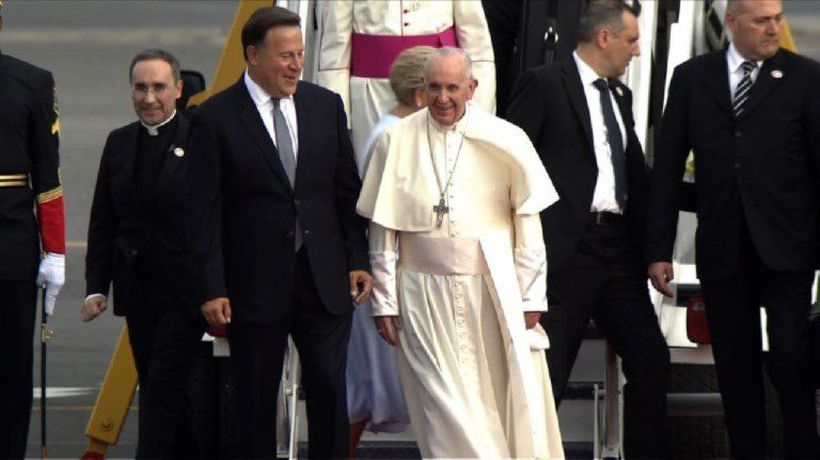 President Varela welcomes Pope Francis to Panama