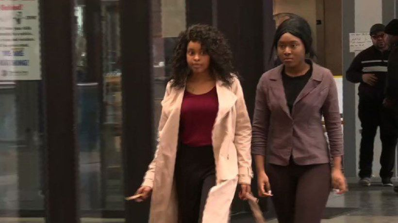 Lawyer, alleged victims arrive at R. Kelly bond hearing