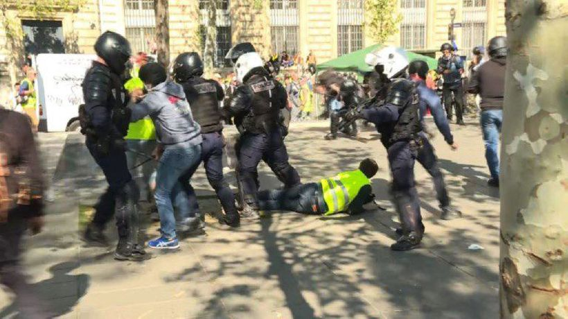 'Yellow vests': police, protesters clash place de la République