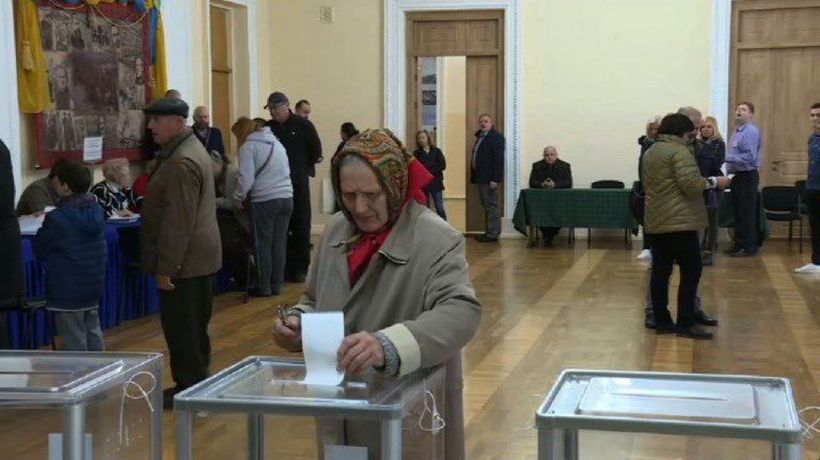 Polls open in second round of presidential election in Ukraine