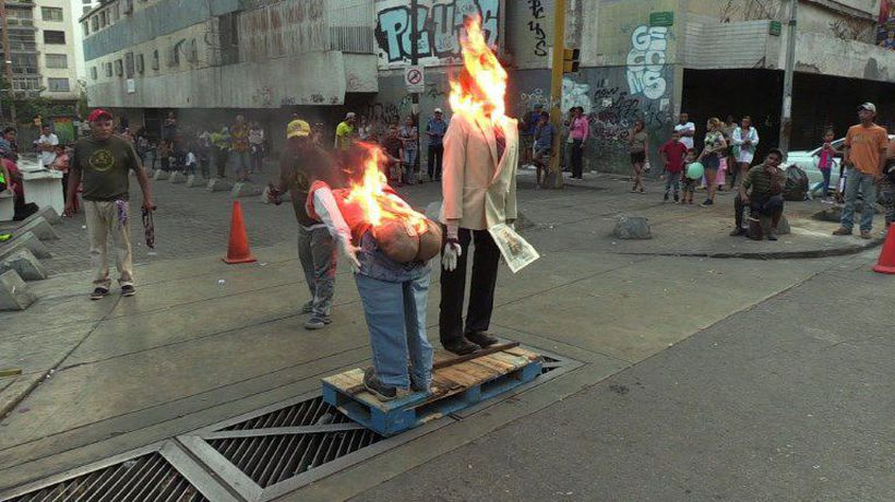 Venezuelans burn effigies in Easter ritual