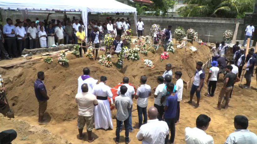Sri Lanka begins to bury victims of Islamist attack