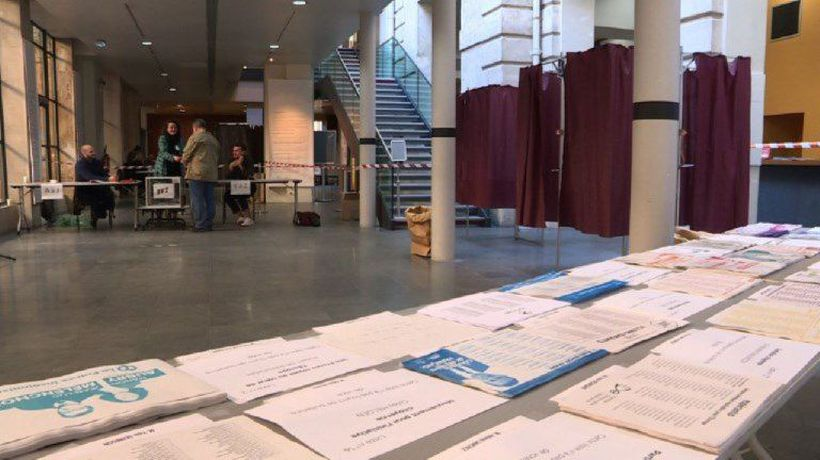 Voters rush to European elections polling stations in Paris