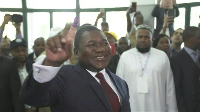 Mozambique's Filipe Nyusi votes as polls open in tense election