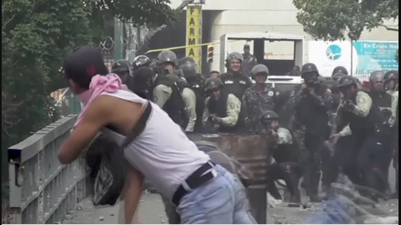 Anti-Maduro demonstrations turn violent in Caracas