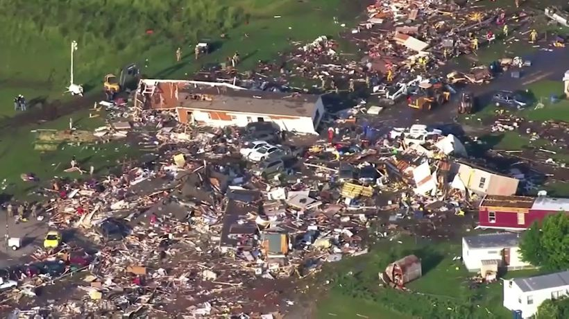 Tornado kills 2 people and injures 29 in Oklahoma