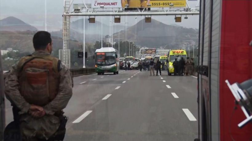 Police kill armed man who held bus hostage in Rio