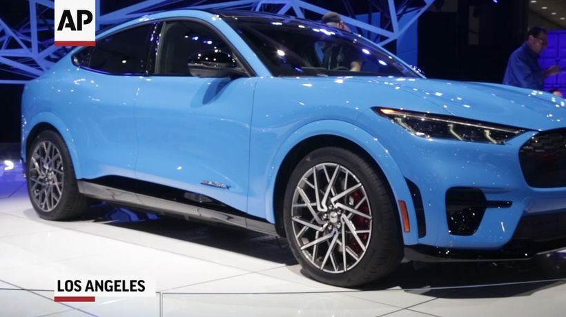 Los Angeles auto show features electric vehicles