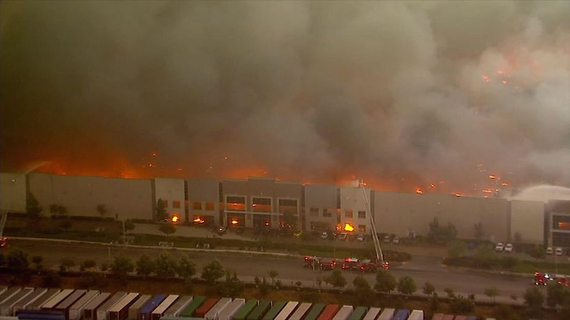 Fire destroys huge Southern California warehouse