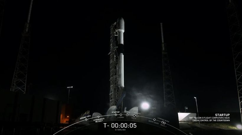 SpaceX Falcon 9 launches new satellite batch